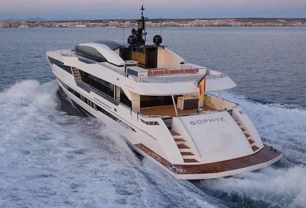 super-yacht-110-miami-back