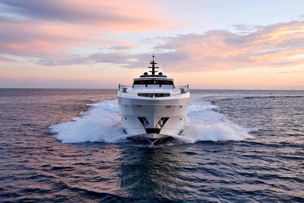 super-yacht-rental-miami-bow